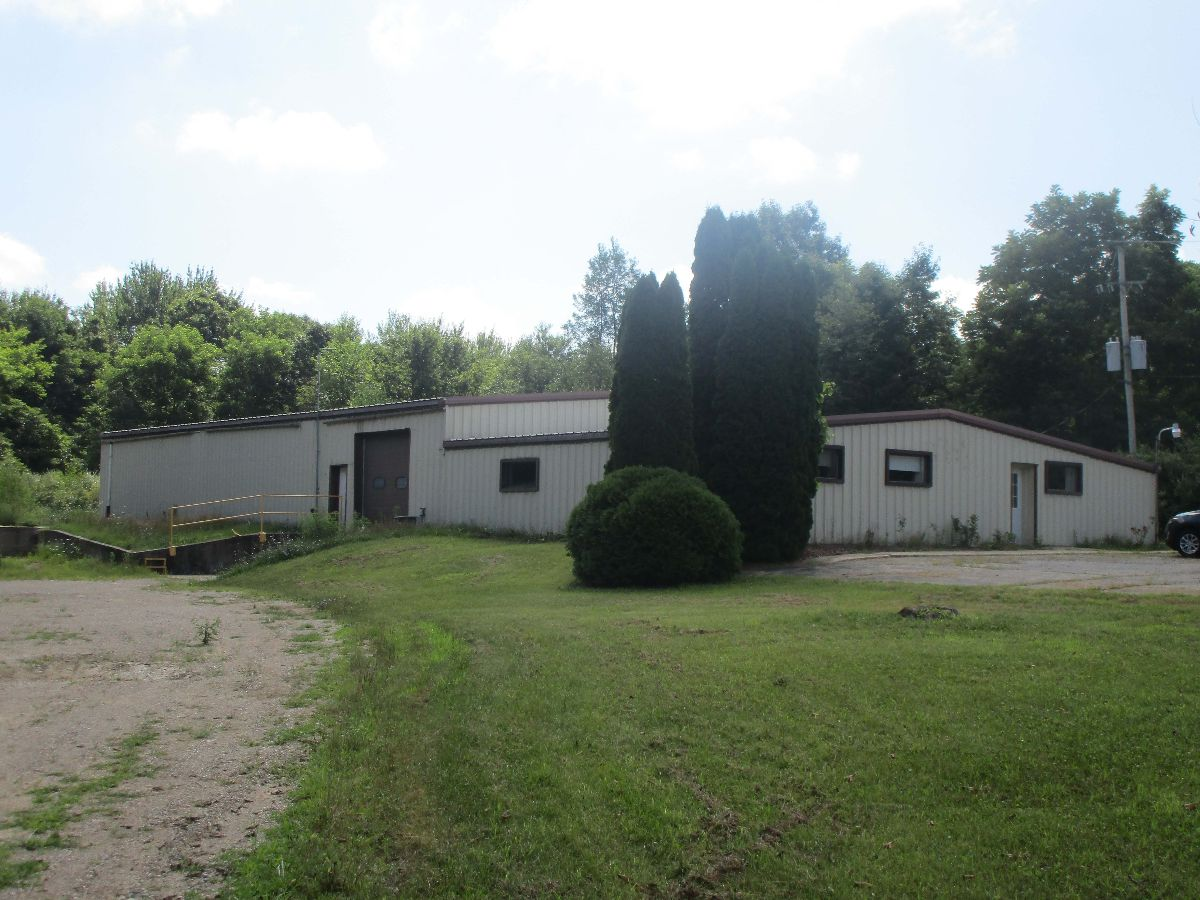 Industrial Building - Industrial - For Sale