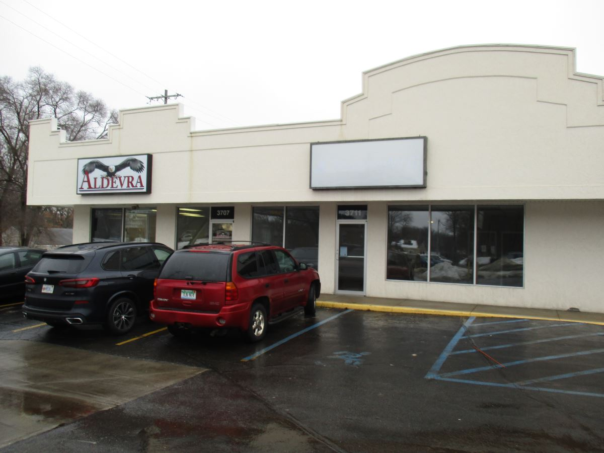 Great Retail Space on Main Thoroughfare - Office - For Lease