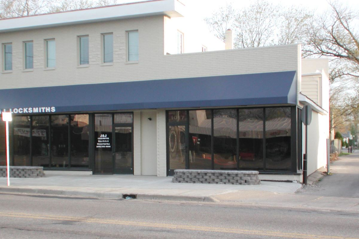 Retail Building - Retail - For Lease